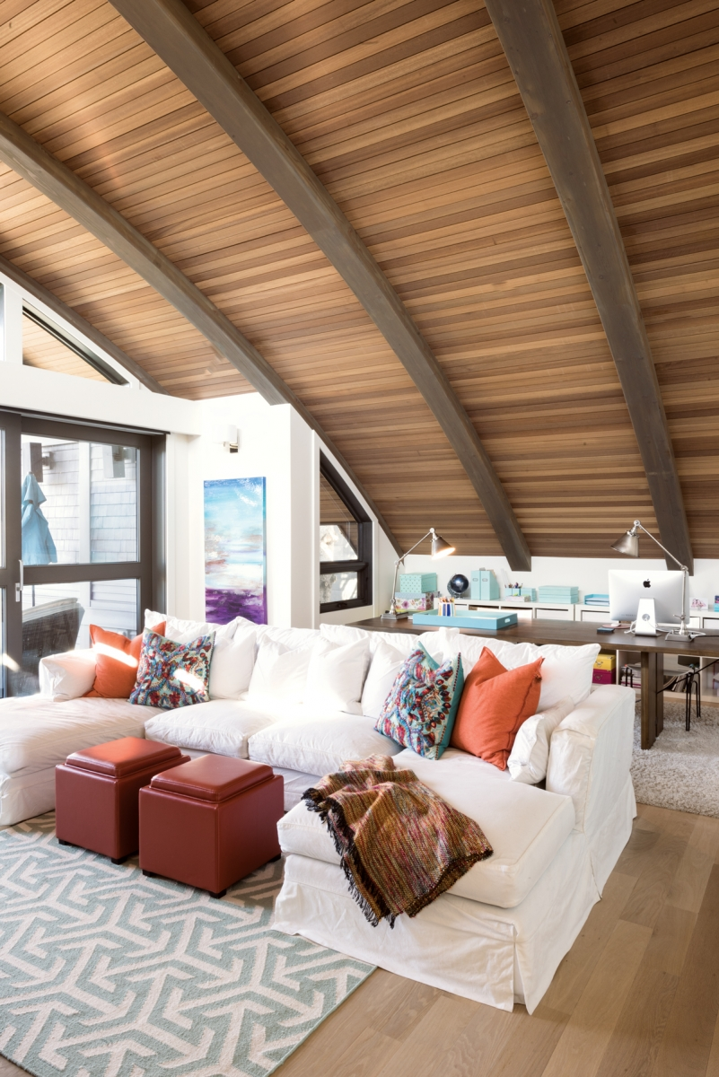 The impressive curved timber roof adds both a distinctive look and a coziness to the space.