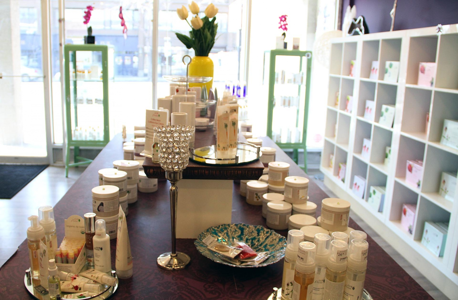 A wide variety of organic and natural skin care and cosmetics brands can be found at Altruistic, including celeb favourite 100% Pure.
