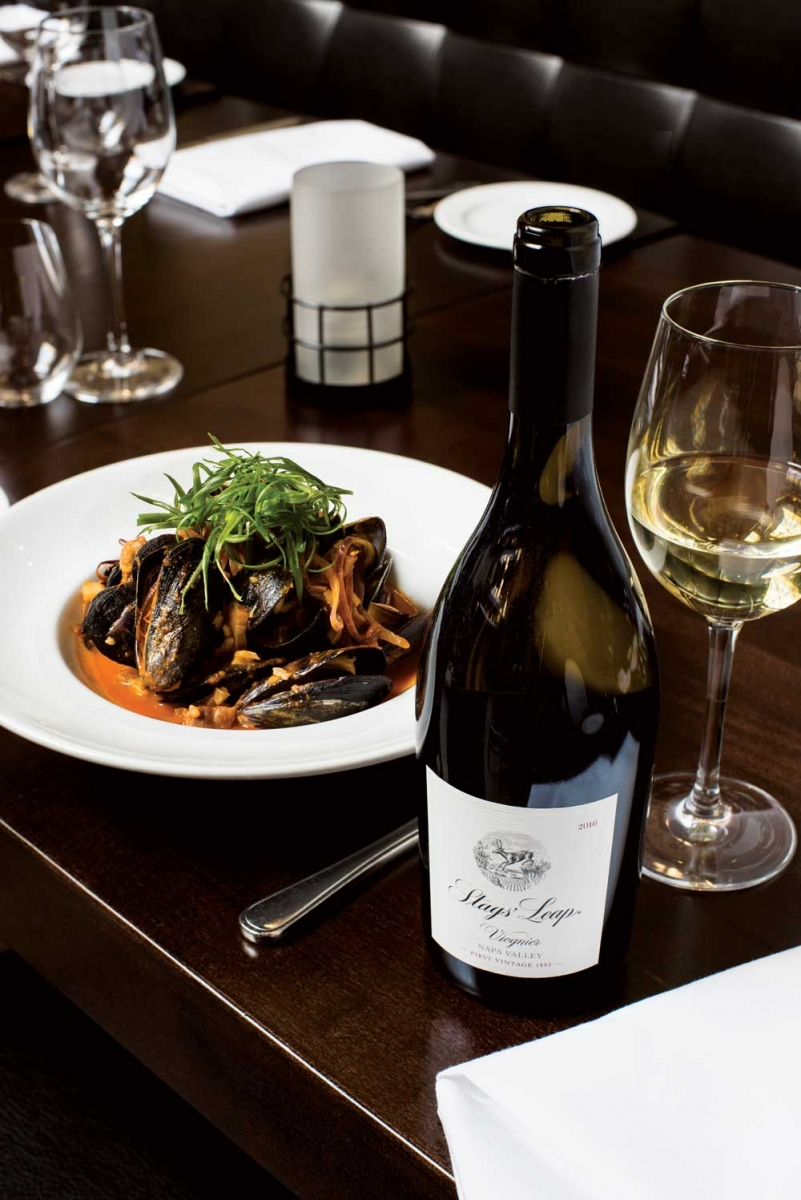 Stags' Leap viognier and mussels at Murrieta's Bar and Grill.
