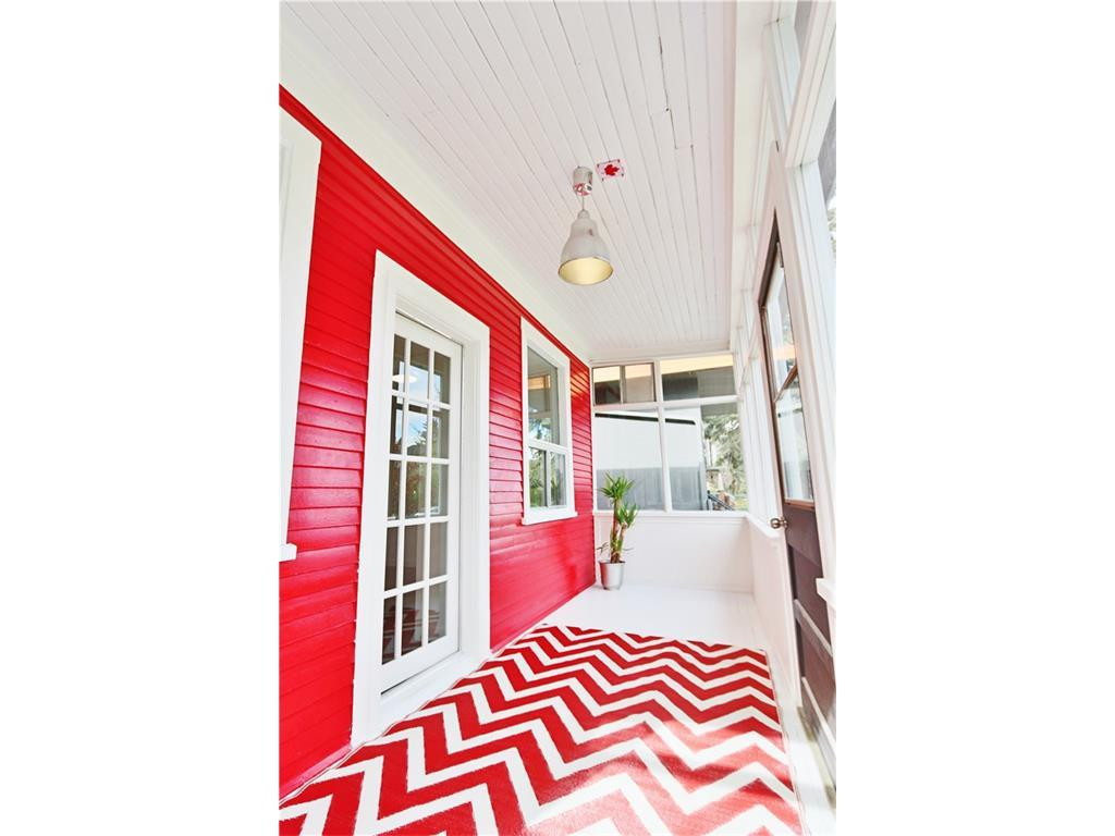 The red-accented verandah has great curb appeal.