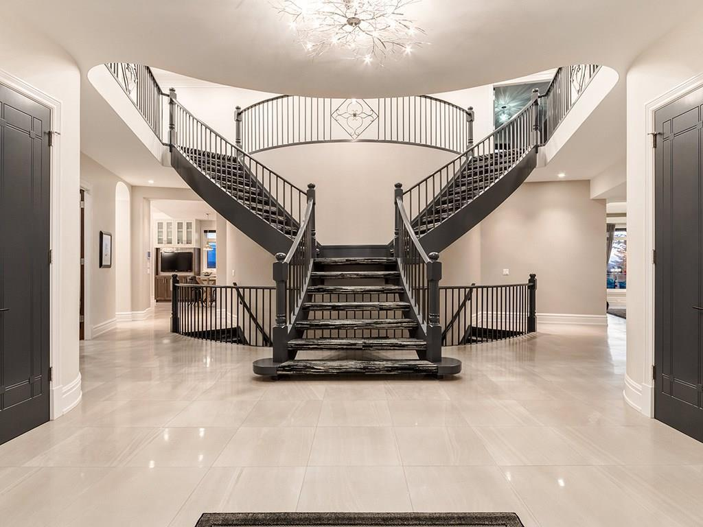It has a dual-sided grand staircase in the entrance.